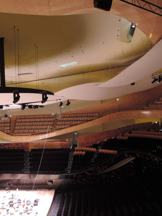 Philharmonie de Paris, grande salle de concert avec les fameux nuages au plafond pour une meilleure accoustique