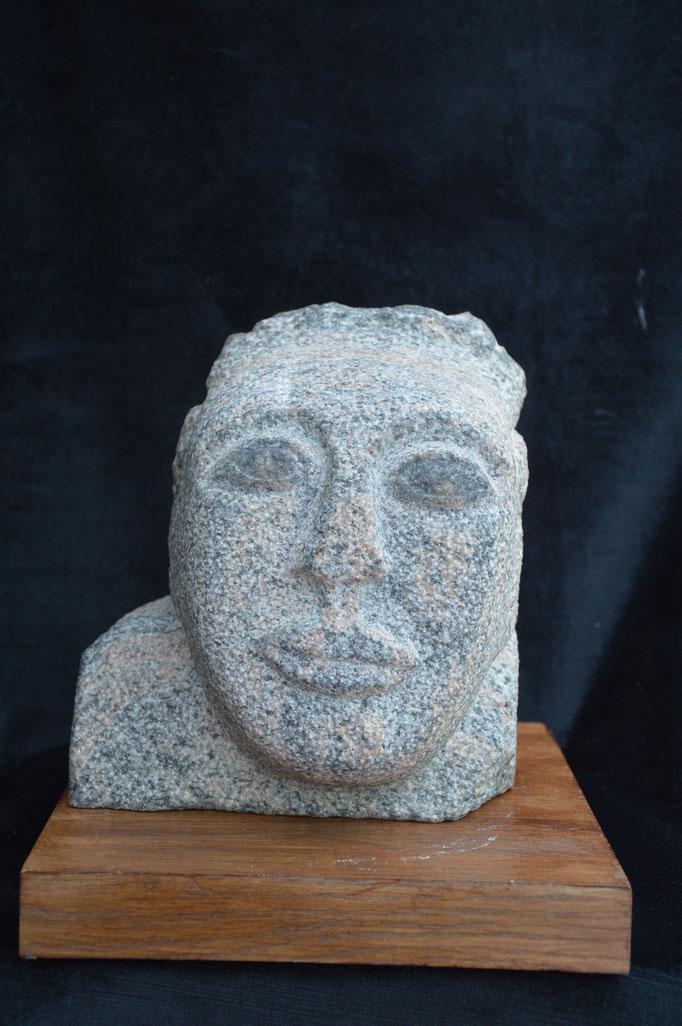 Visage - Granit du Brésil. H21/L18/P11CM.