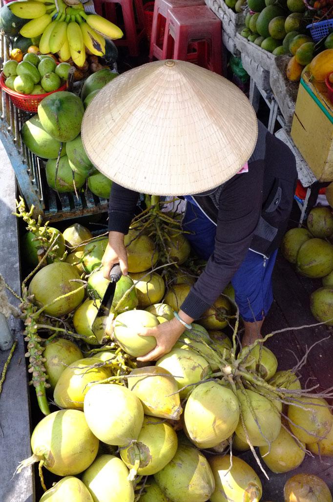 Floating fruit markets