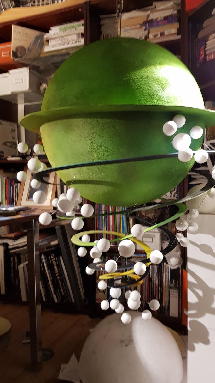 Suspensions fantastique Domaine Jean Marc Brocard création et realisation Hervé Arnoul. Making of fleurs de raisin printemps.