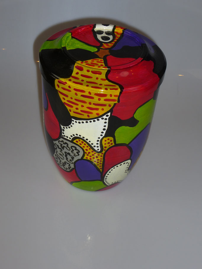 25. Kunststof Urn, ↨ 22 cm ↔ 17 cm, € 70