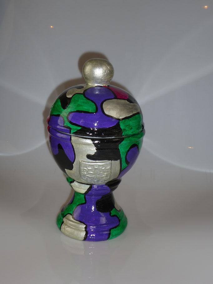 """22. Betonnen Urn """"Groen-Paars"""", ↨ 30 cm ↔ 16 cm, € 60"""