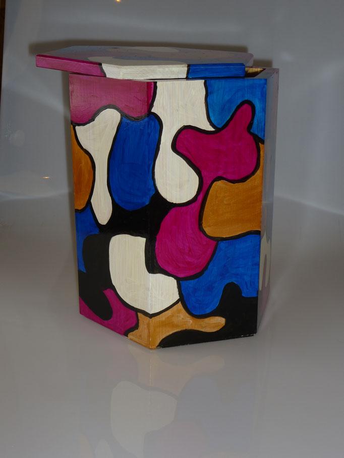24. Houten Box voor urn + deksel, ↨ 28 cm ↔ 21 cm, € 65
