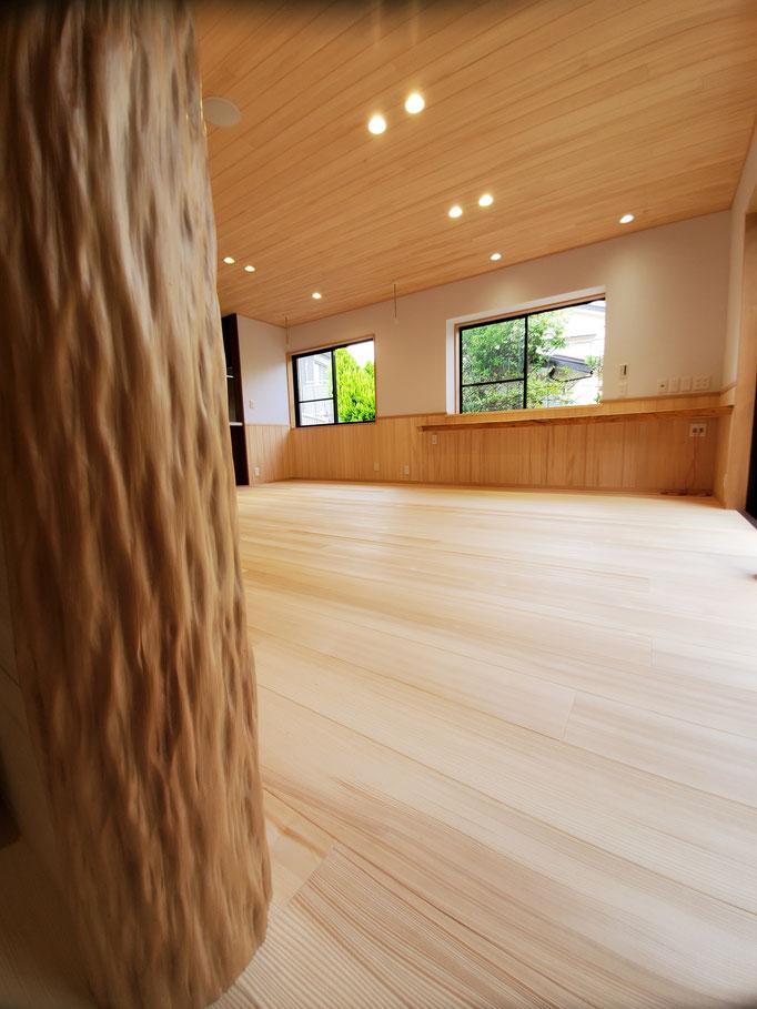 和室の存在が当たり前の時代の床柱 杉絞り丸太