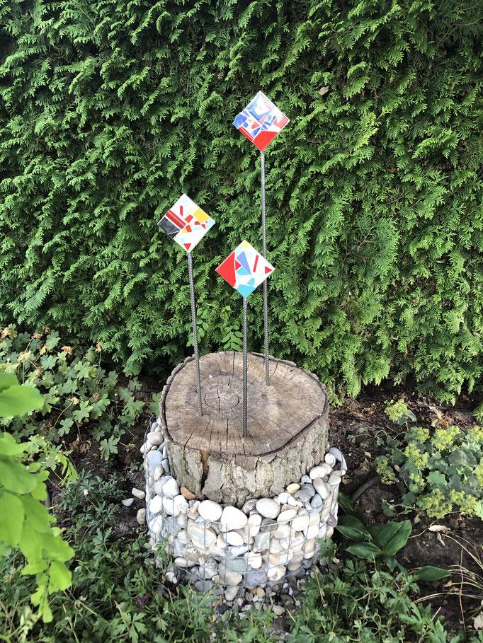 Gartenstecker, Mosaik 10x10 auf Stahl mit Holzsockel