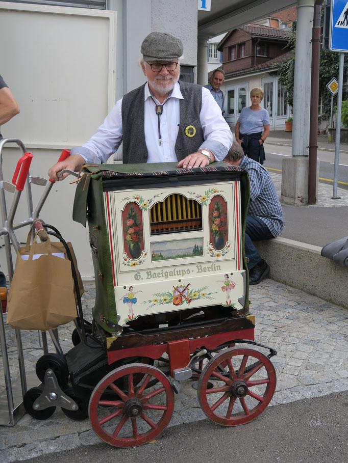 Der Präsiden des Schweizer Drehorgel Club: Peter X. Bürgisser aus Kaiseraugst AG