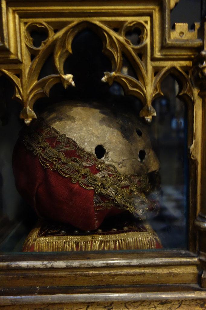 Nei busti reliquari si trovano i teschi