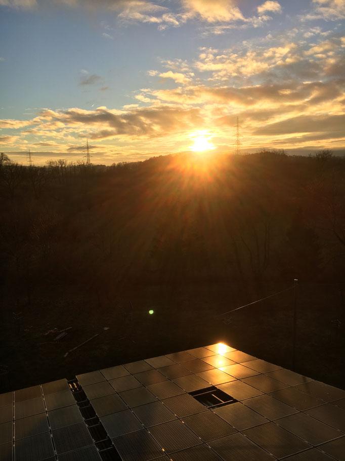 Photovoltaikanlage im Sonnenuntergang 2018