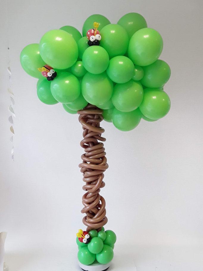 Exklusiver Baum aus Ballons. Raumdeko oder Dekoration für den Geburtstagstisch. Optimal auch als Schaufensterdekoration.