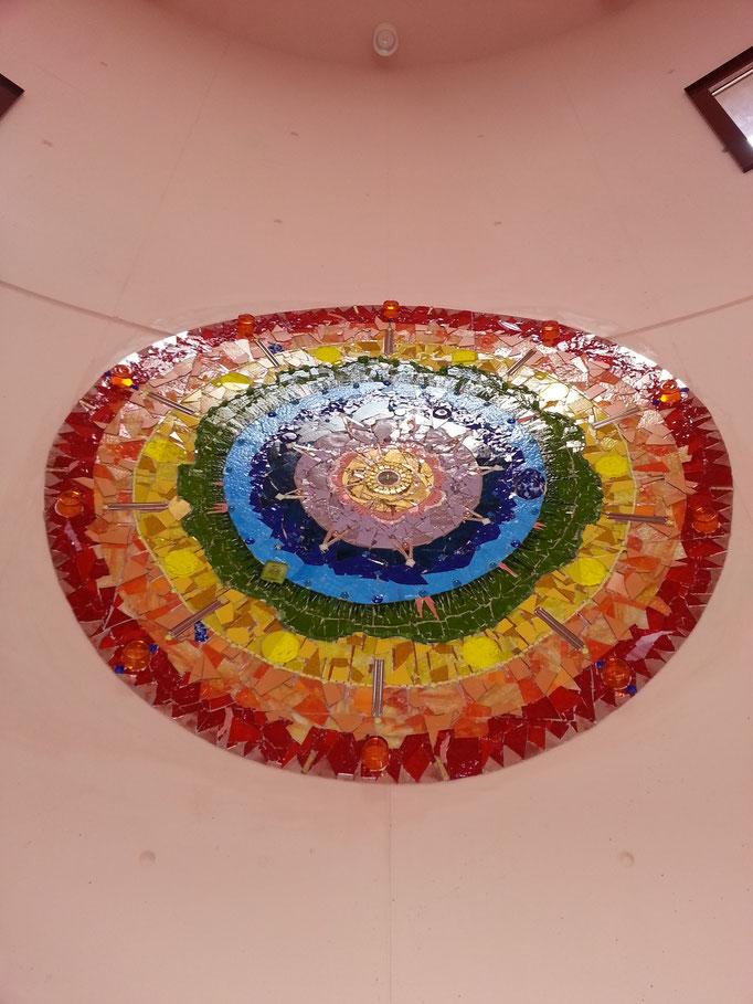 """""""Christus als Sonne"""" Glasmosaik in der Aussegnungshalle Stadelhofen von Roswitha Farnsworth"""
