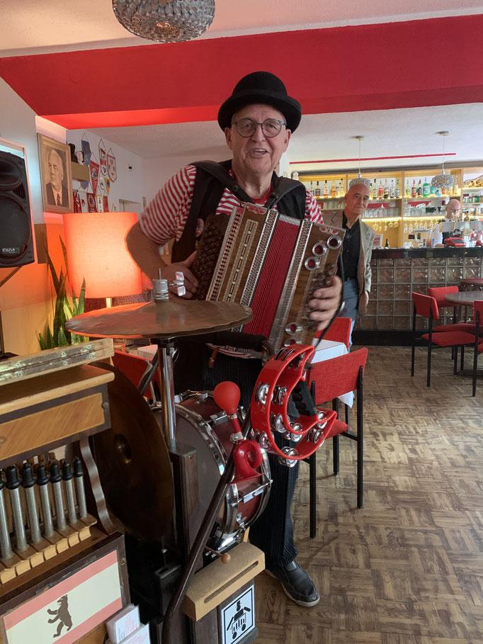 Unser kleines DDR Oktoberfest mit Orgel und Quetsche