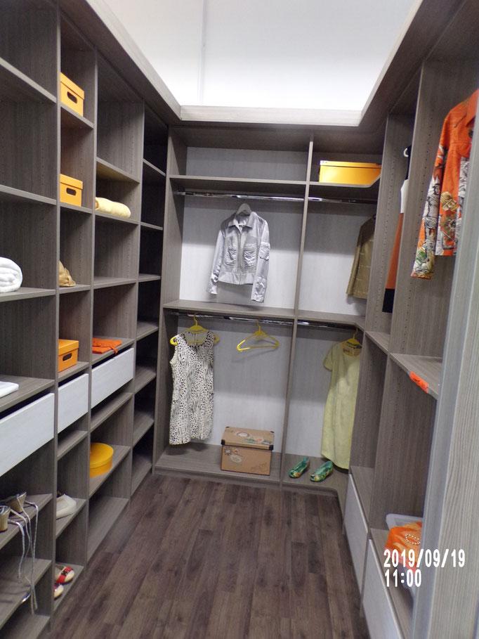 Dressing en U, mélaminé décors, aménagement étagères, tiroirs, penderies, - 40% 2076 € HT