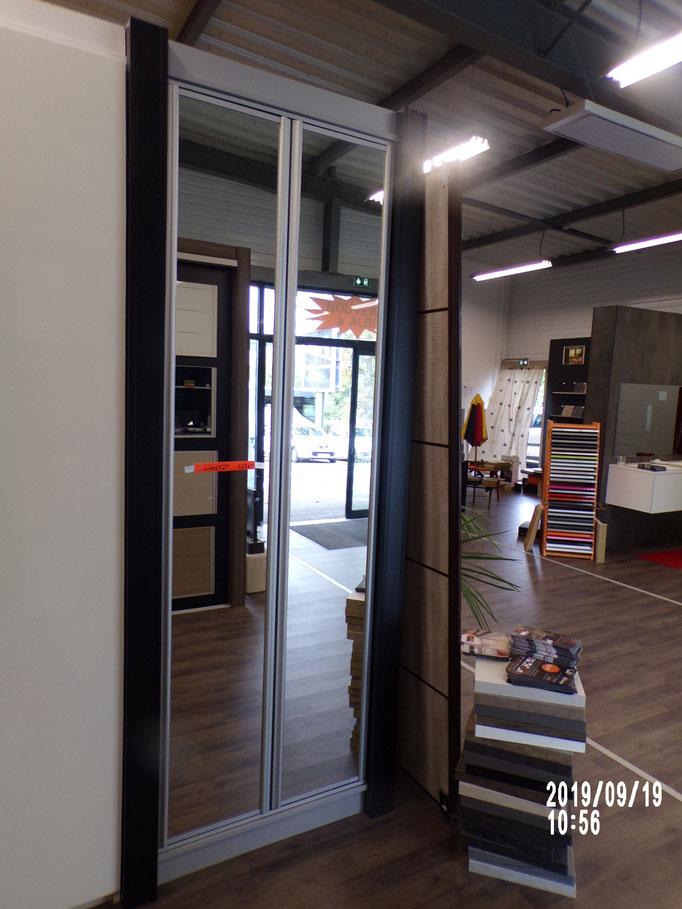 Placard pivotant, 2 vtx, portes miroir argent, ouverture par pusch, aménagement intérieur étagères, -40% 627 € HT