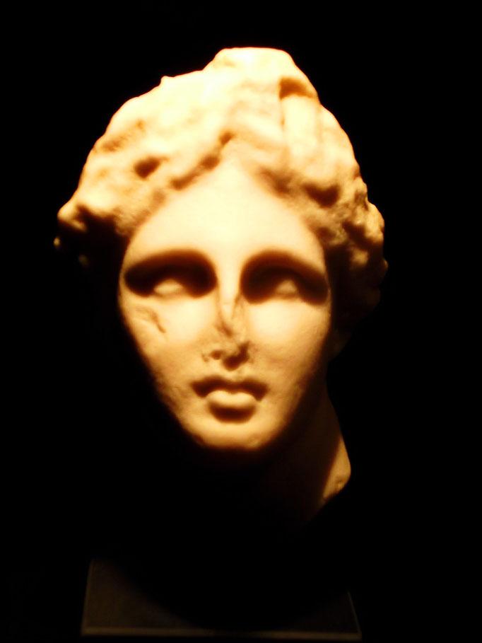 Kopf des Apoll -Vater des Asklepios