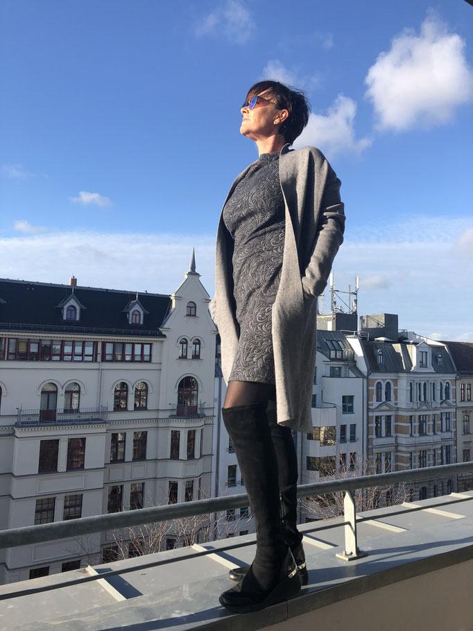 Jerseykleid Paissley-Muster Farbe grau Gr. S/M für 89,00 Euro