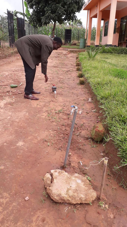 In der Gesundheitsstation Kalinzi ist vom Statt inzwischen auch eine Wasserleitung gelegt worden