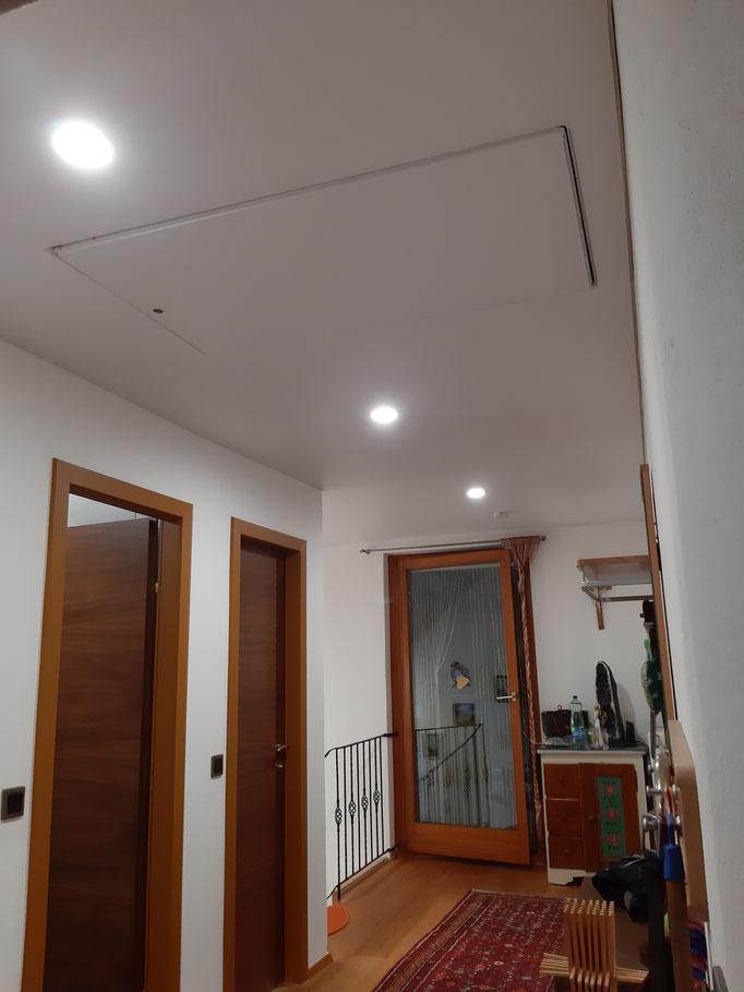 Spanndecke mit integriertem Dachboden Aufgang; Foto:  MERLIN
