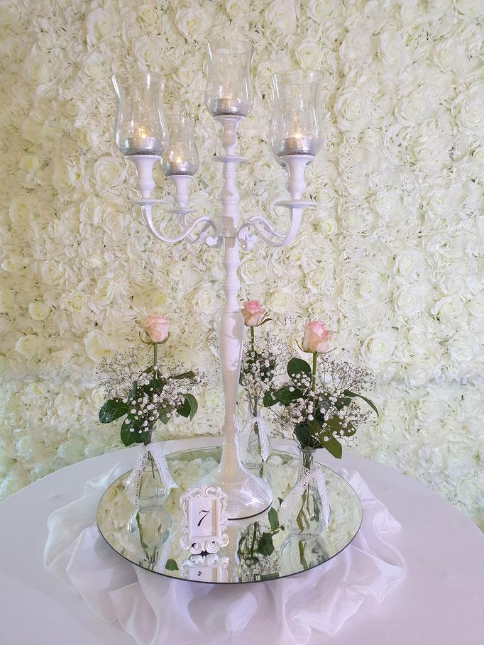Vintage Dekoration weißer Kerzenständer edle weiße Stoffe