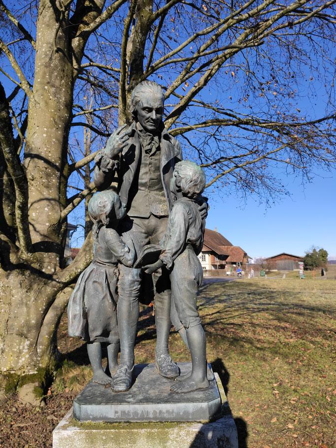In Burgdorf, nicht weit weg von Hofwil, hatte schon ein anderer Erziehungsreformer eine Reformschule aufgebaut: Johann Heinrich Pestalozzi (1746-1827)