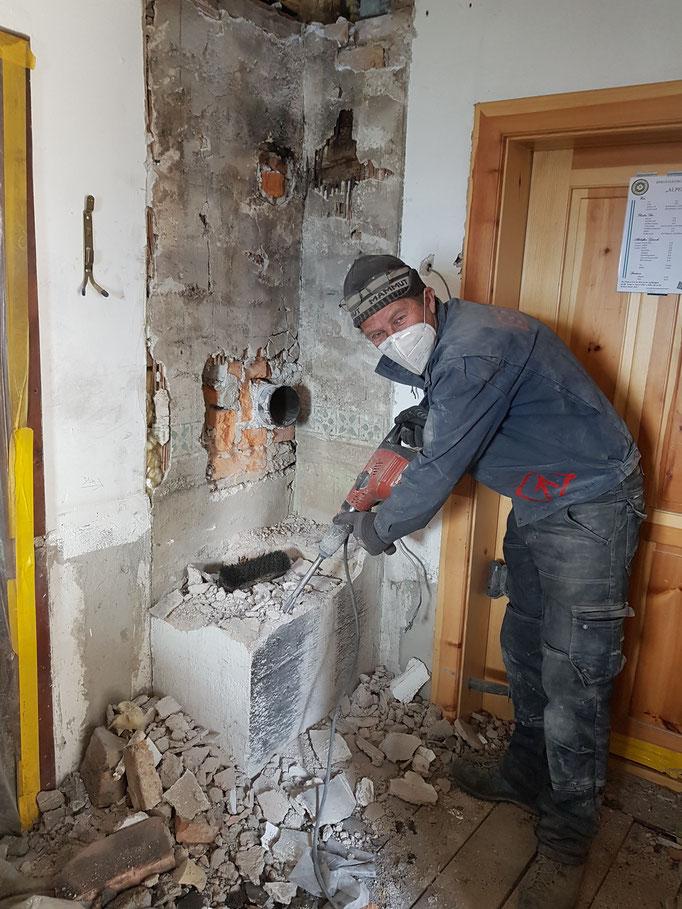 in Küche Kaminabriss fast fertig