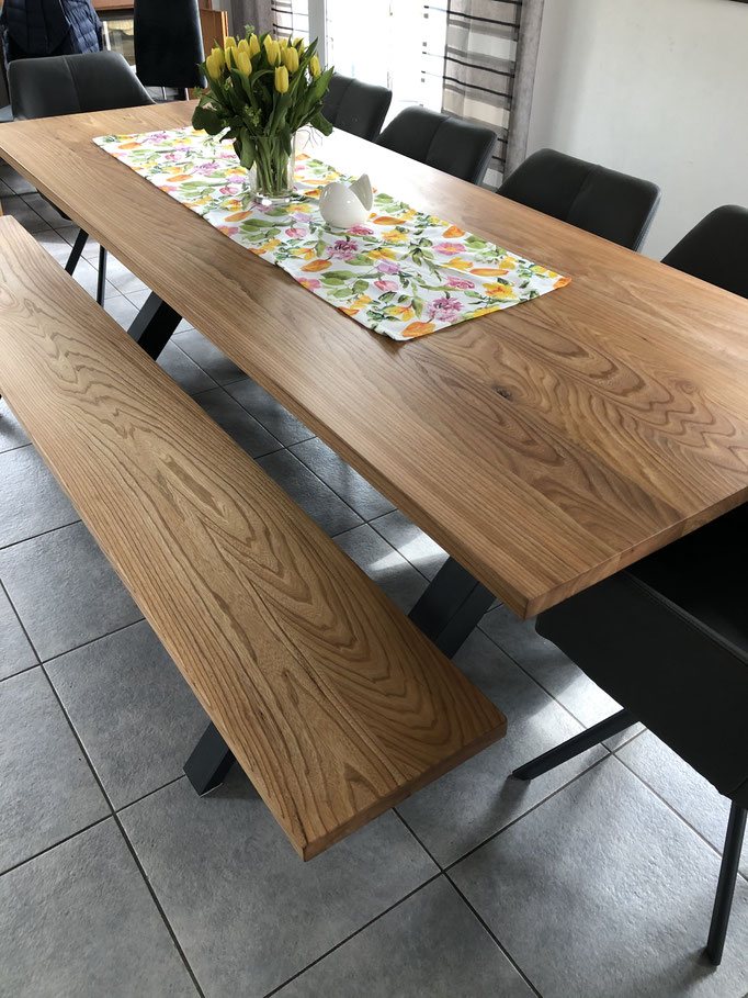 Esstisch mit passender Sitzbank