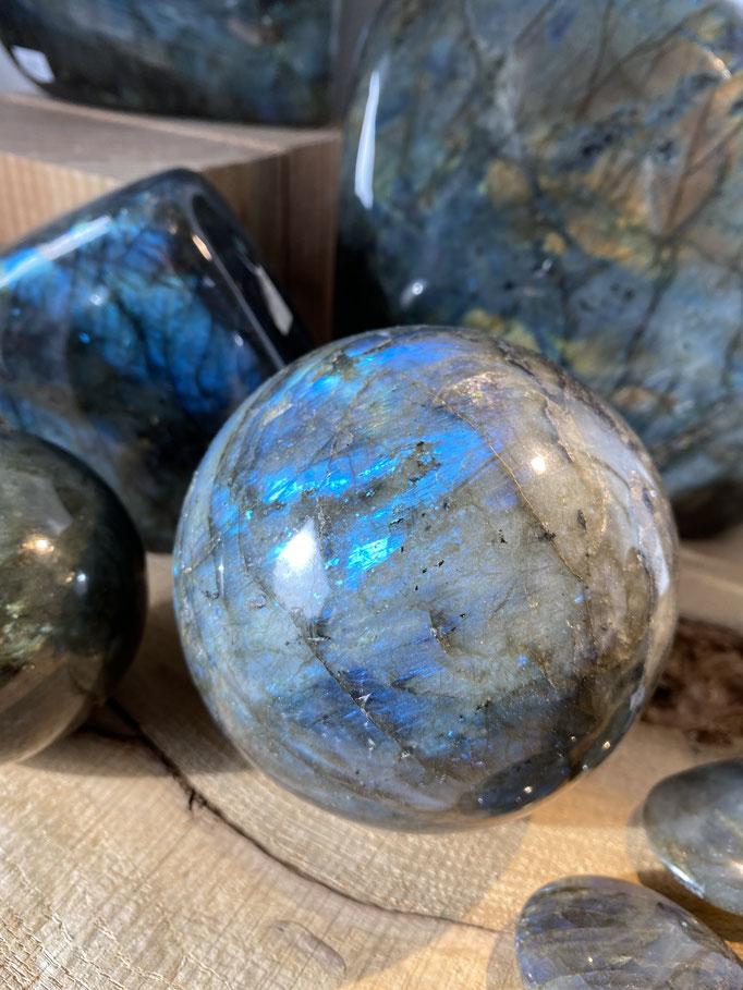 Labradorite - Nimalaé - Lithothérapie et boutique de pierres et cristaux