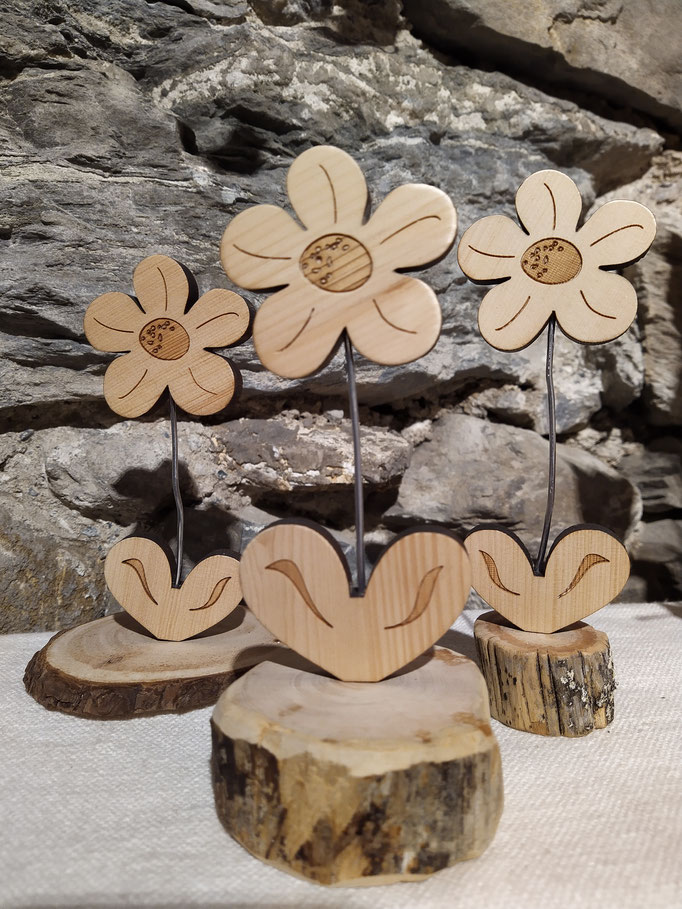 Frühlingsblumen aus Zirbenholz