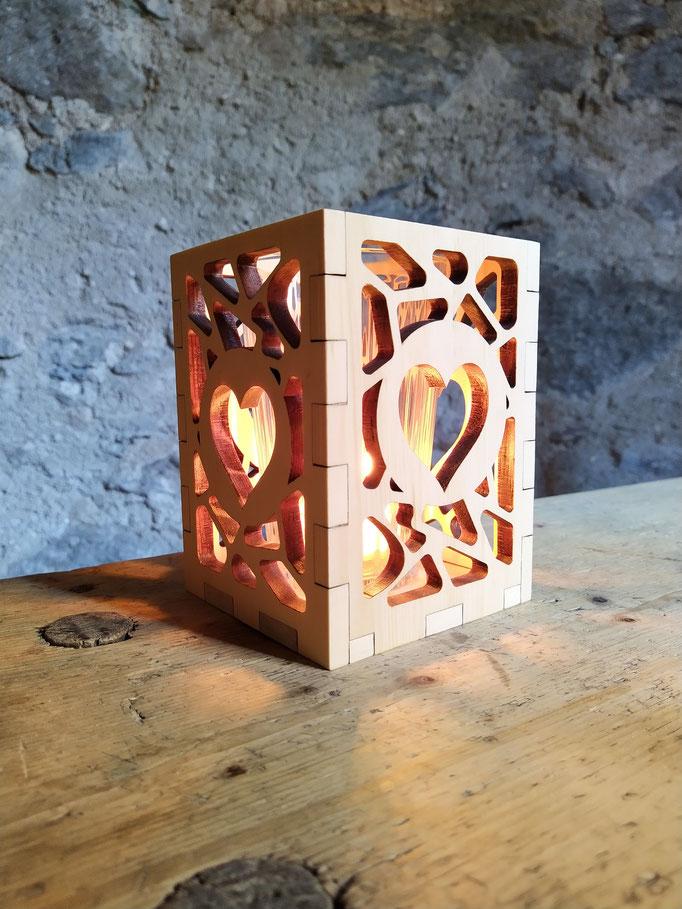 Windlicht  mit Herz aus Zirbe für Teelichter und Kerzen geeignet