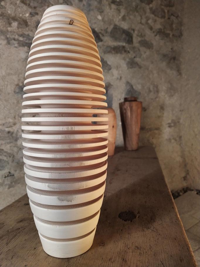 gerillte Vase mit Glaseinsatz aus Ahorn