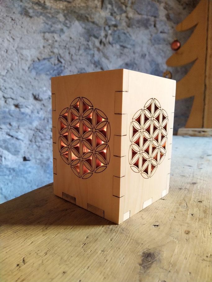 """Windlicht  mit """"Blume des Lebens"""" aus Zirbe für Teelichter und Kerzen geeignet"""