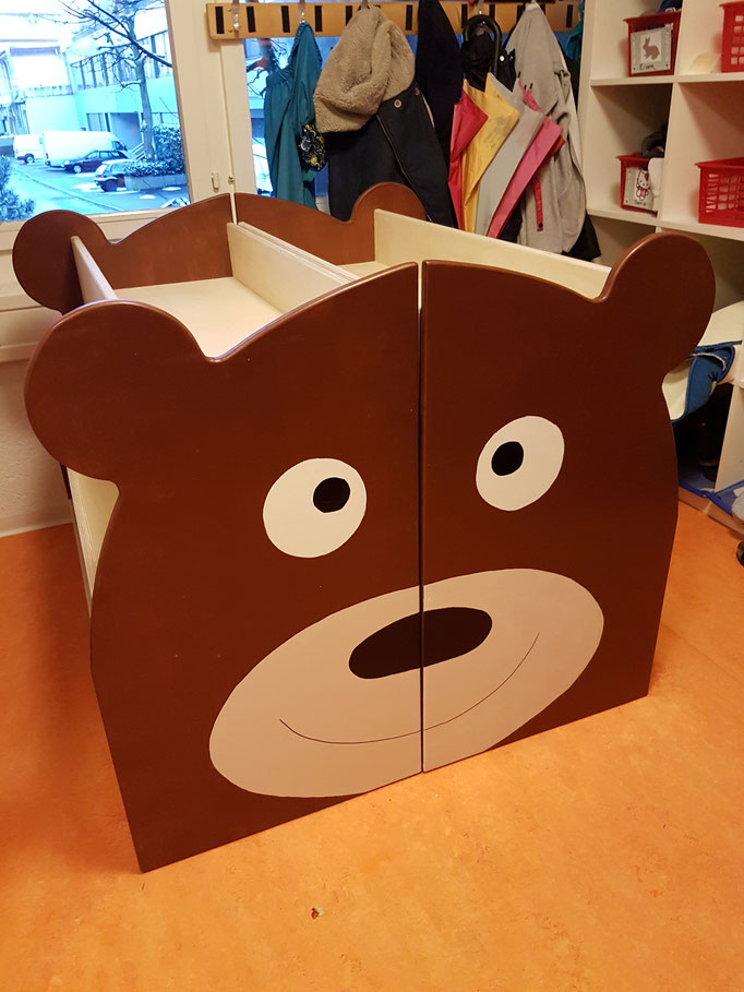 Büchergestell Bär