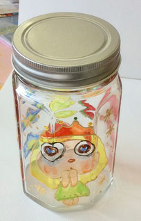 初めてガラス絵具を使ってボトルアートワークショップで、可愛いキャラクターのボトルが完成しました!