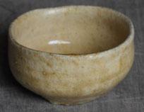 美濃焼の伝統釉、黄瀬戸のぐい呑。市販の混ぜ土を使って制作したもの