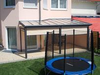 Überdachung mit Sonnenschutz-Seitenmarkise