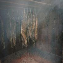 Eingelegte Forellen vor dem Räuchern