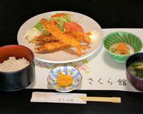エビフライ定食 935円