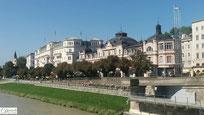 Salzburg rechtes Salzachufer mit Café Bazar & Hotel Sacher