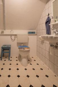"""Die """"Friesenstube"""" verfügt über ein Duschbad im Obergeschoss - gut erreichbar von beiden Schlafstuben aus."""