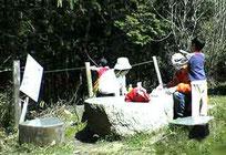 2005年4月17日撮影 石のテーブル