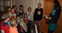 Der Kinderchor unter der Leitung von Stephanie Mauerer.