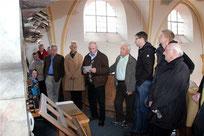 Josef Eiber erklärte den interessierten Besuchern die Orgel.
