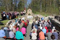 Zahlreiche Gläubige versammelten sich zum Gedenkgottesdienst in den Mauern der rekonstruierten Kirche in Grafenried. Unter ihnen waren viele Vertriebene.
