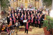Gemeinsam sangen der Aster Kirchenchor und der Patenchor Döfering Lieder aus dem Musical.