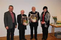Kirchenpfleger Alois Eiber und Pfarrgemeinderatssprecherin Gertraud Maier dankten den beiden Geistlichen für ihr seelsorgerisches Wirken.