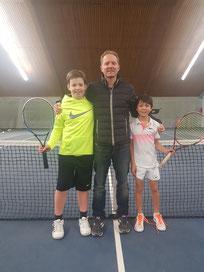 Tom Siebold und Noah Zeiger mit Trainer Stev Kleine