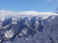 雪化粧した長野県の山々