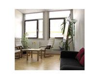 Raum mit Möbeln im Büro vom Karrierecoach München