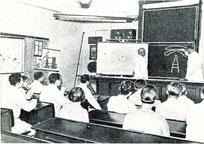 Blick in denSchulsaal während der Unterrichtsstunde mit Alfred Helwig