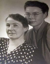 Das Bild zeigt Katharina Funke mit ihrer Tochter Elisabeth 1948