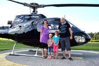 Eine Familie geht fliegen